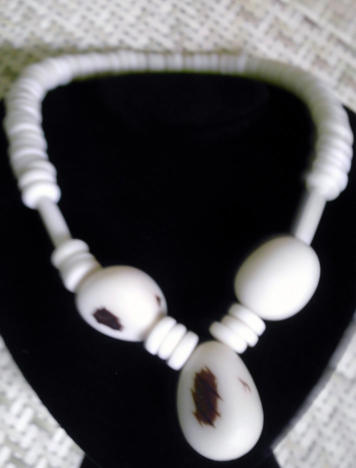 Necklace in tagua, the vegetable ivory (jarina, corozo) - Bio jewels from Amazonia & Acre