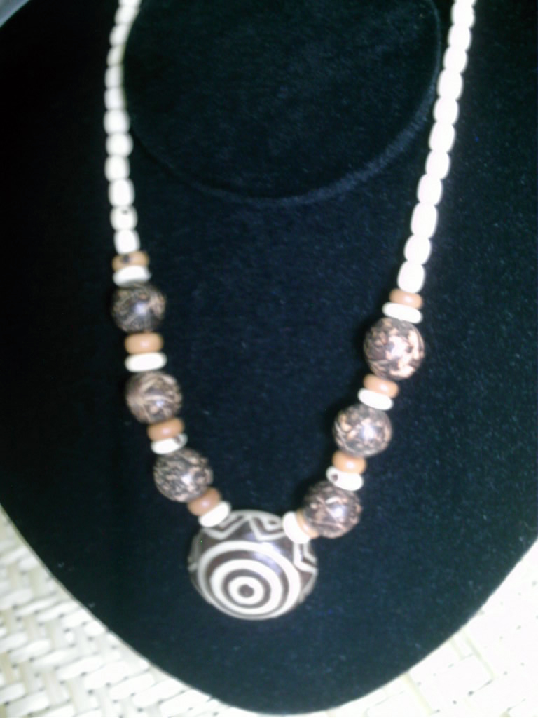 Necklace in açai with carved pendentive in tagua, the vegetable ivory from the amazonian rainforest