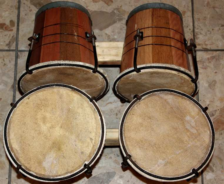 à lintérieur) BONGO  En PVC  18 EUR En Bois, réglable  30 EUR ~ Instrument De Musique Caisse En Bois