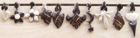 Boucles d'oreilles sculptées en noix de coco